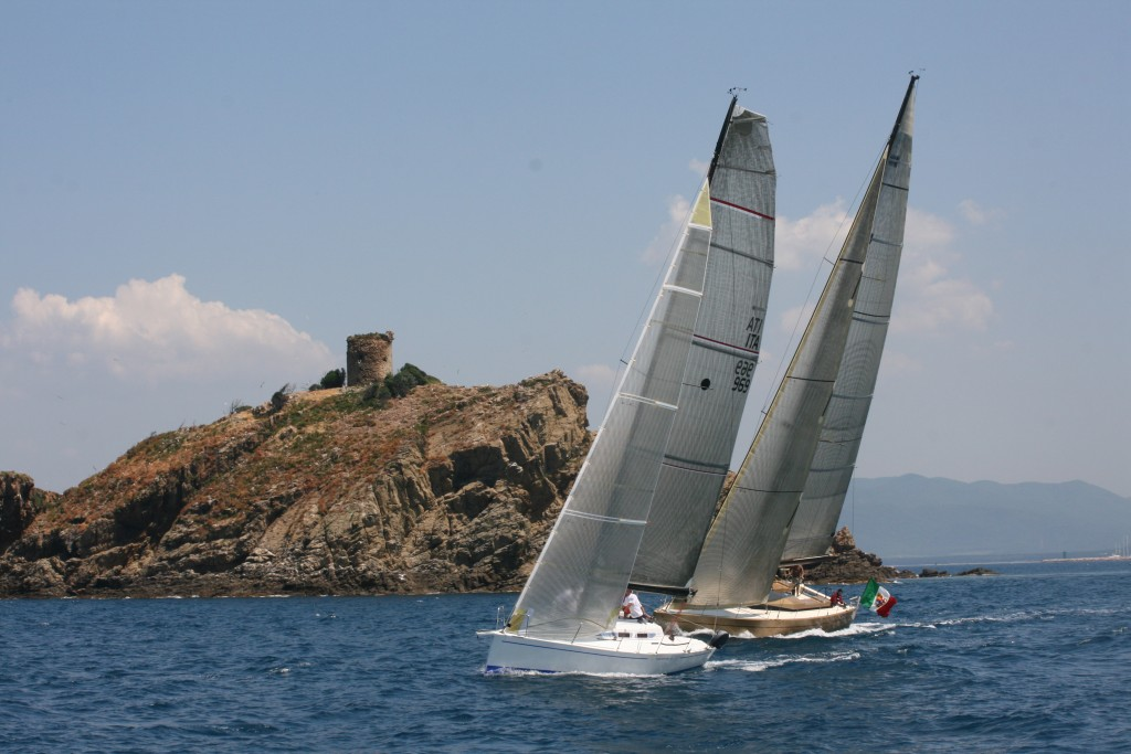luxury sailing yacht manufacturers